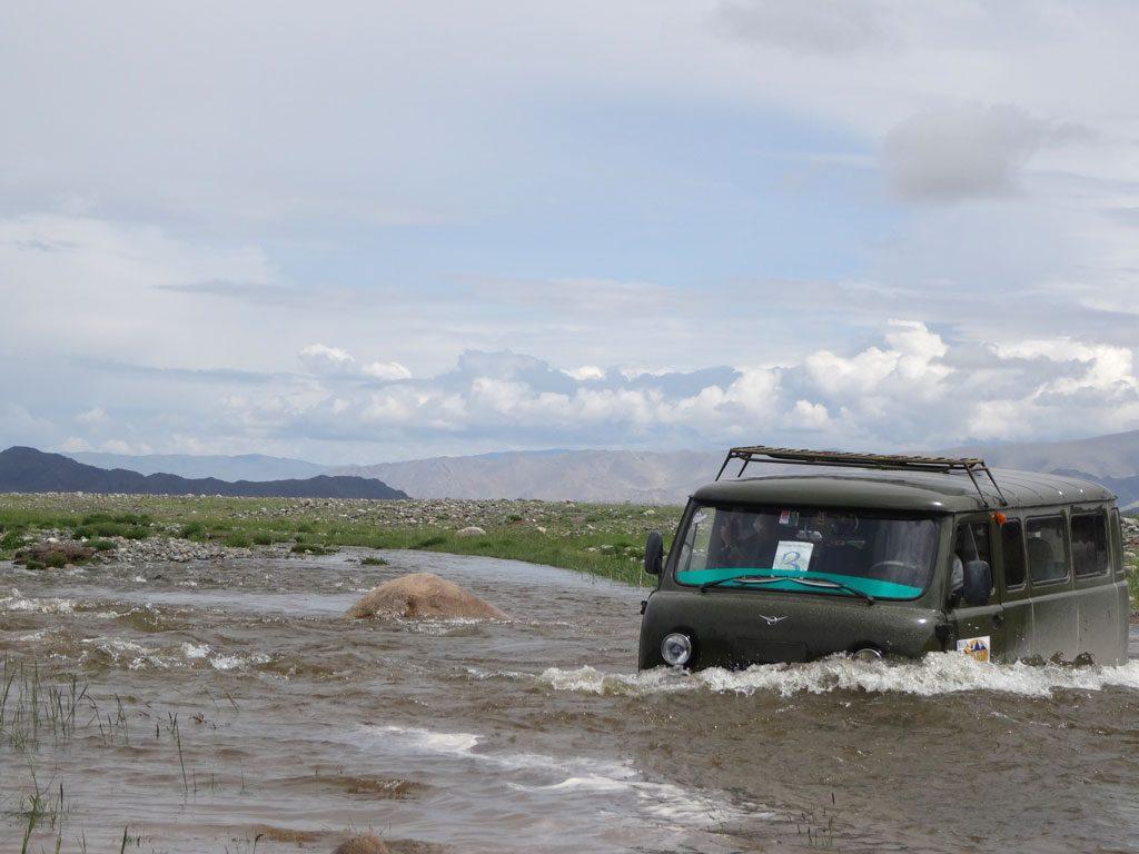 Mongolei Flussdurchfahrt